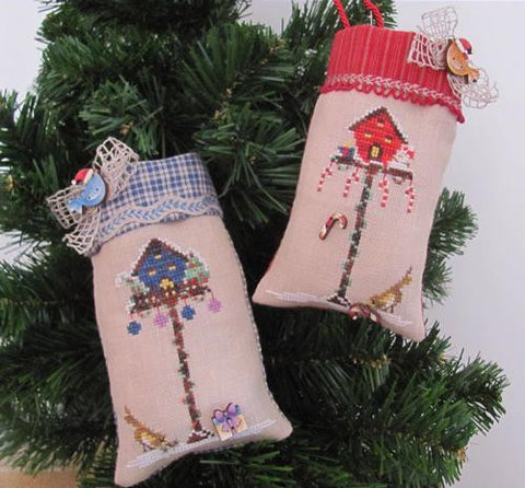 Mani di Donna ~ Christmas Birdhouse Ornaments w/buttons
