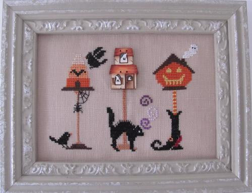 Mani di Donna ~ Halloween Birdhouse w/button