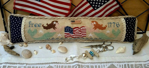 Rovaris ~ Patriotic Mermaids w/charms