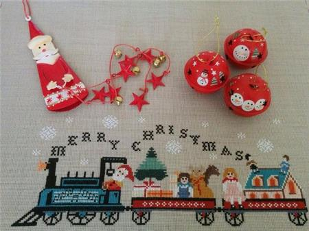 Twin Peak Primitives ~ Santa's Train Table Runner