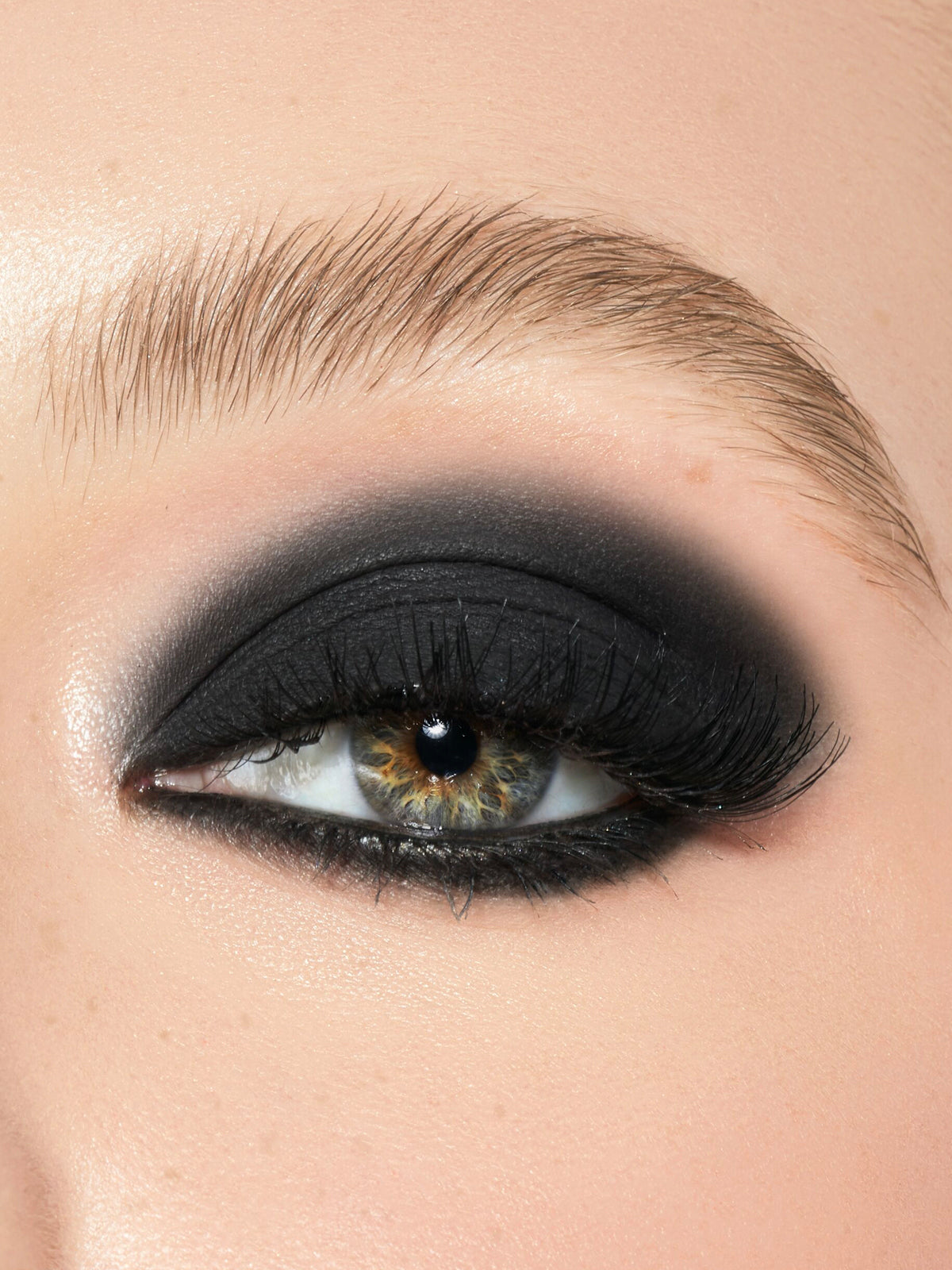 Does it Come in Black | Eyeshadow Single