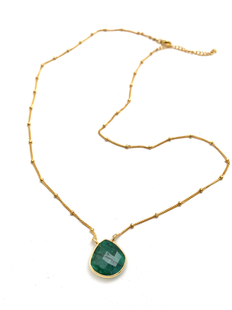Lovely Emerald Necklace in Gold
