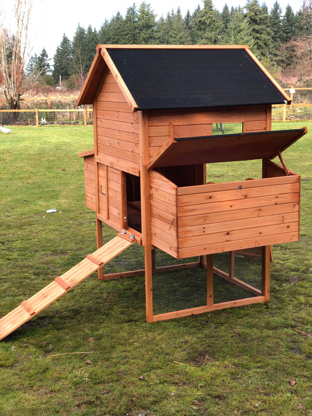 RESORT CHICKEN COOP AND RUN. ETA: SHIPPING APRIL 30TH OR SOONER