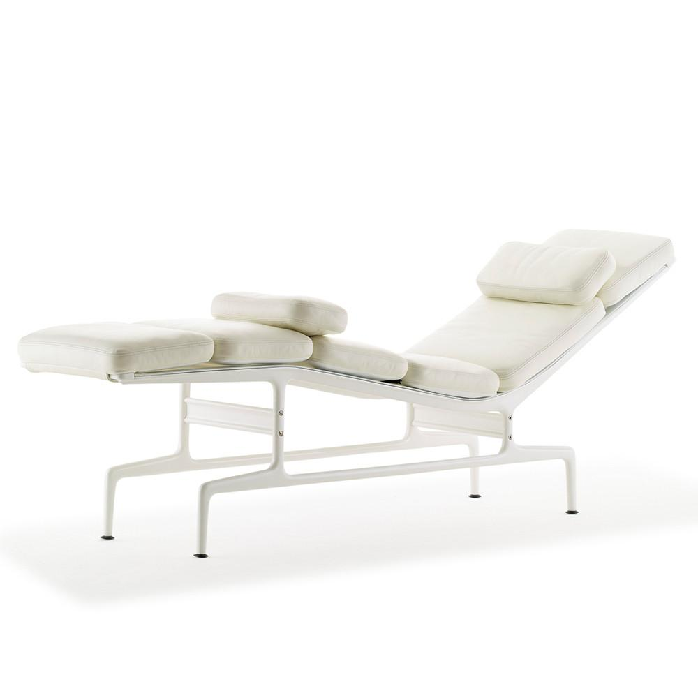 Eames chaise by herman miller lekker home for Chaise eames rose pale