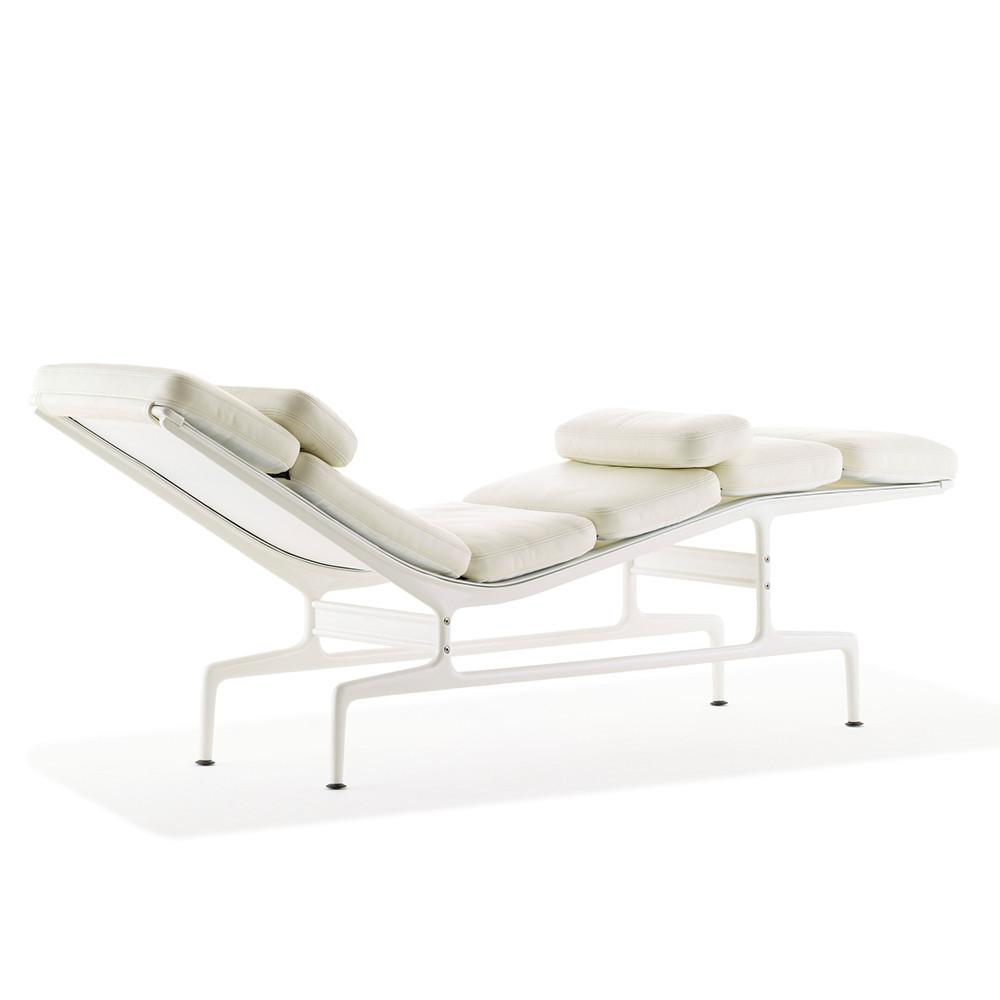 Eames chaise by herman miller lekker home for Eames chaise