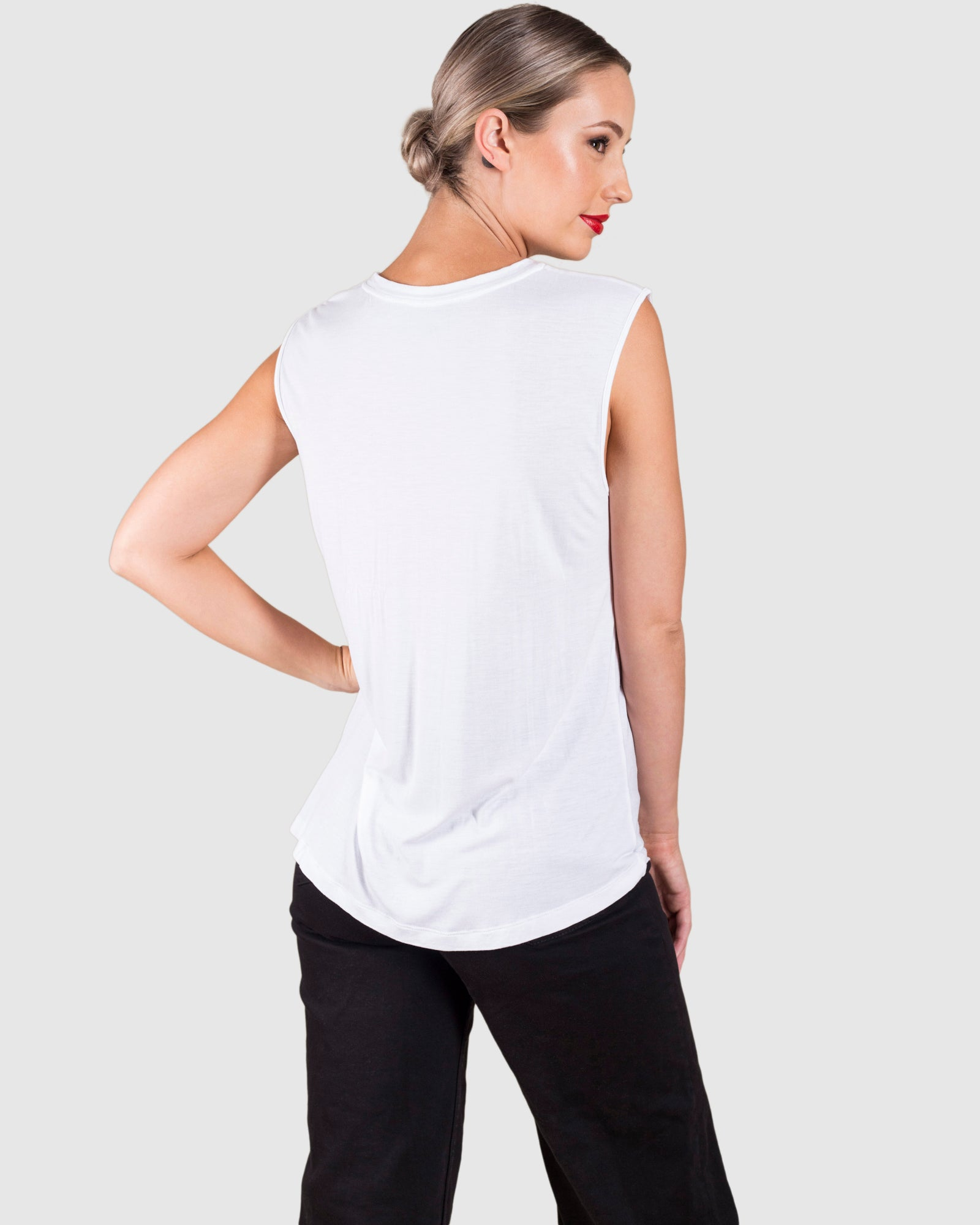 THE MUSCLE SLEEVELESS T-SHIRT