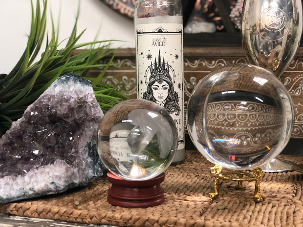 Two crystal ball with an amethyst cluster.