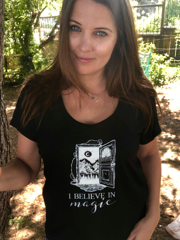 I believe in Magic // Women's T-Shirt