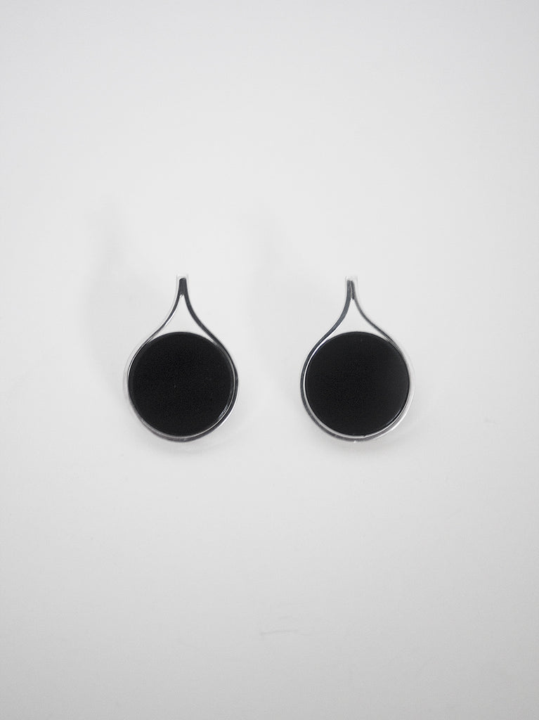 FIRM FLAT ONYX EARRINGS