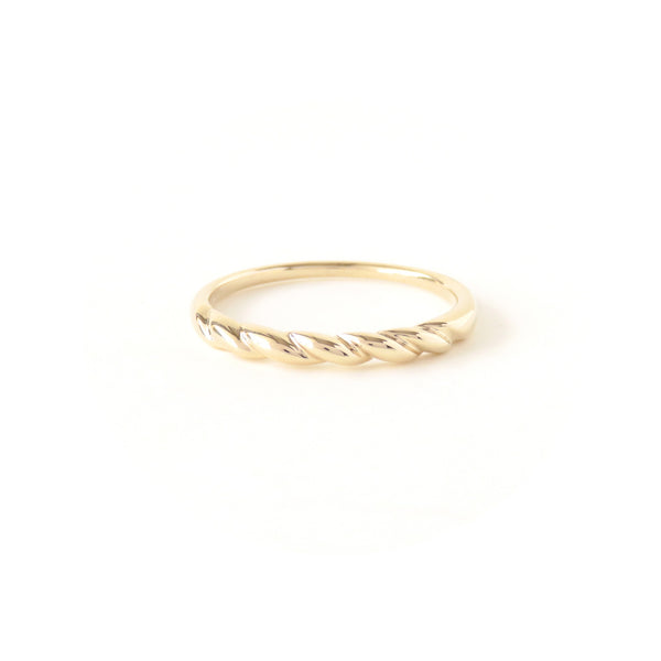 The Contour Ring in Yellow Gold