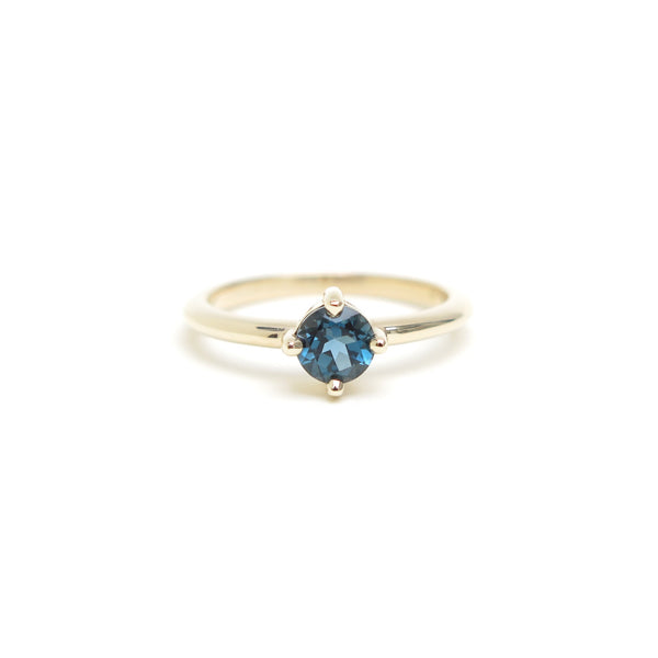 Four Claw Round Blue Topaz in Yellow Gold