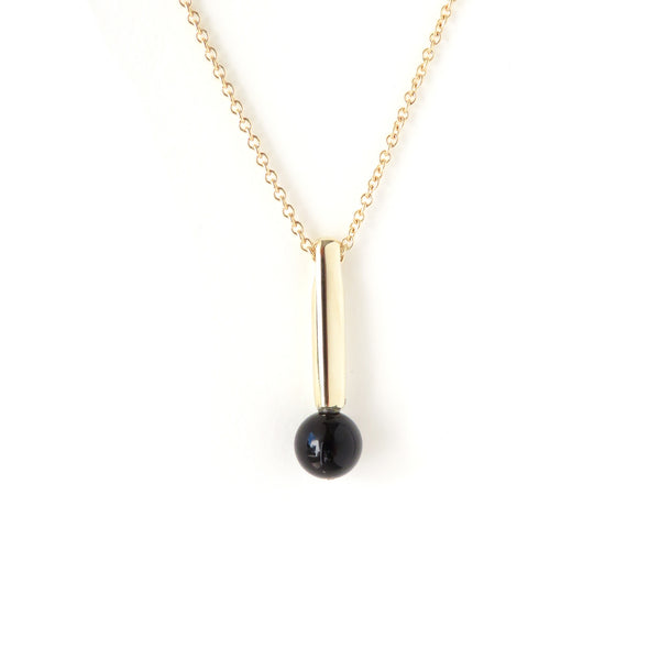 The Droplet Pendant in Yellow Gold with Agate