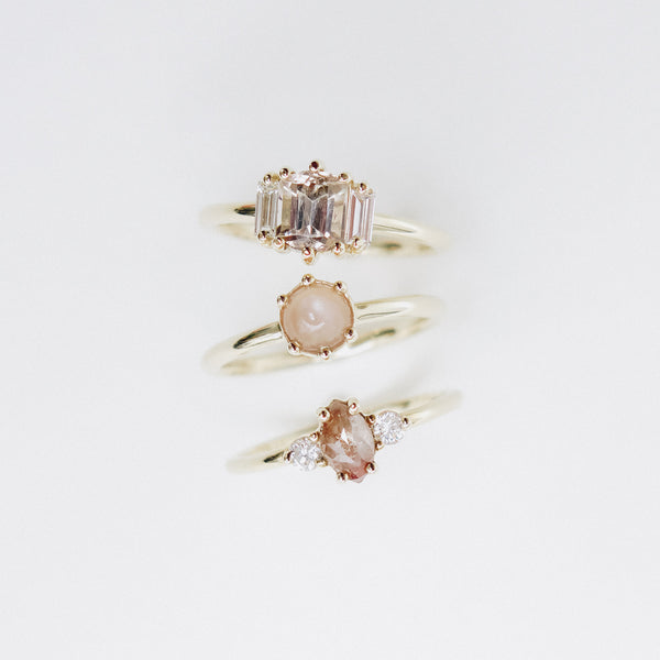 Six Claw Moonstone Cabachon Ring in Yellow Gold