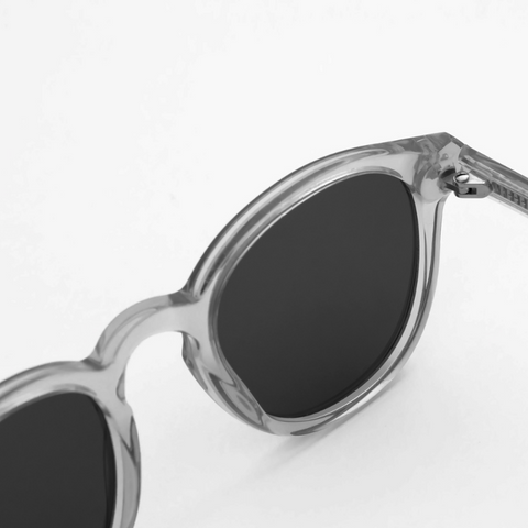 Monokel Nelson Grey - Solid grey lens