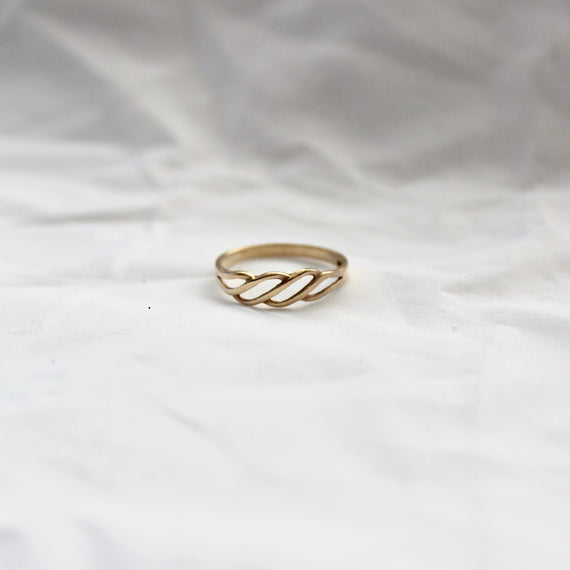VINTAGE GOLD TWIST RING