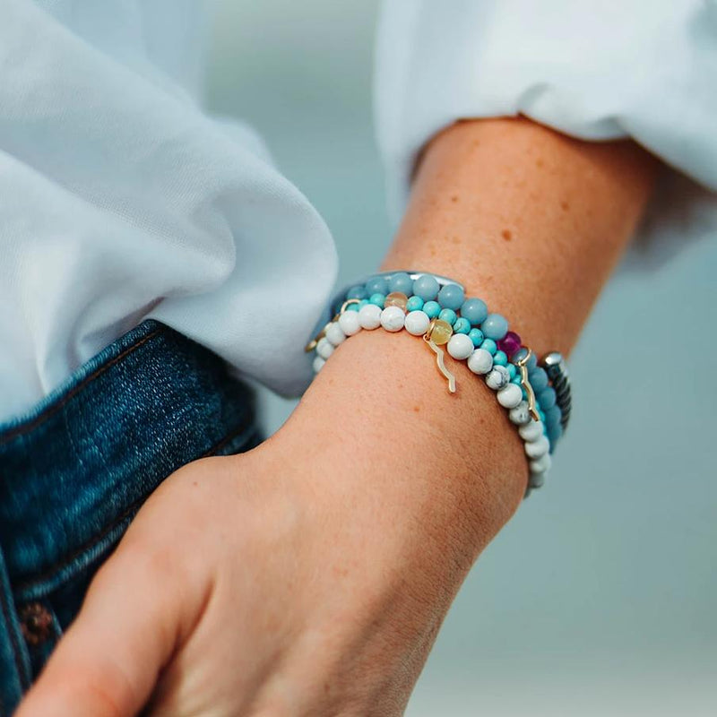 Rayminder beach bracelet | UV beaded bracelet in cyan turquoise, moonstone, angelite