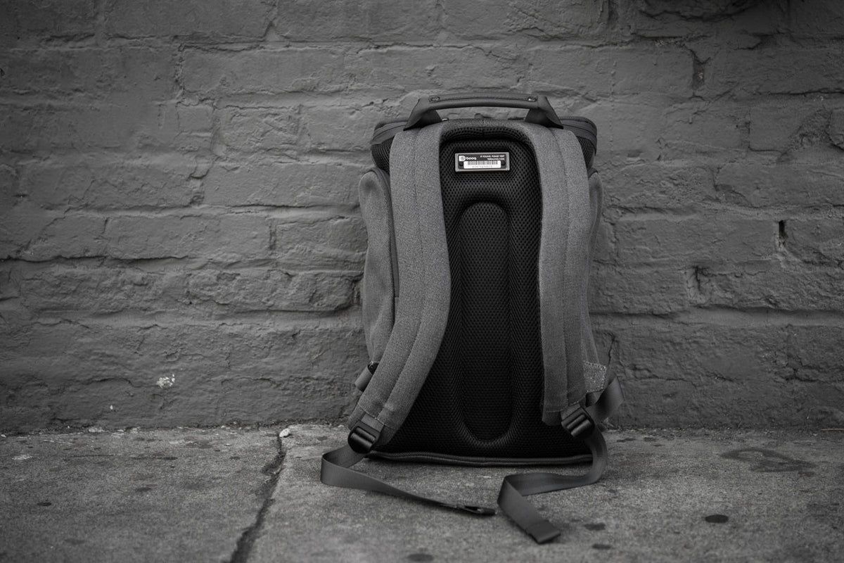 "Cobra squeeze: The ""best commuter bag"" that's perfect for your Mac"