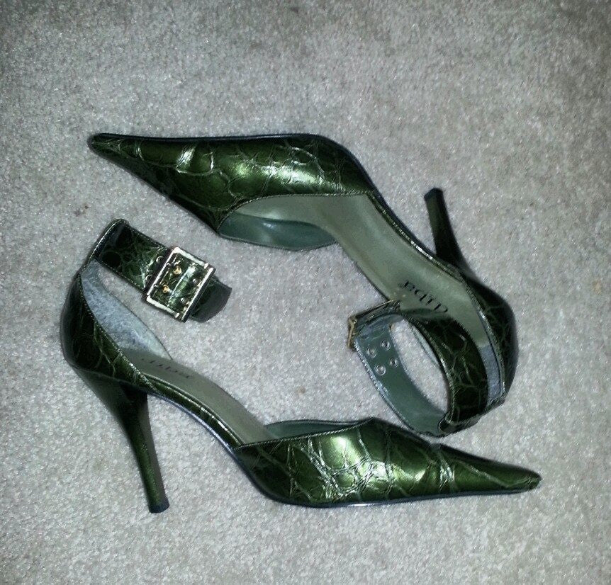 Green Diba Size 8.5 Leather Pumps