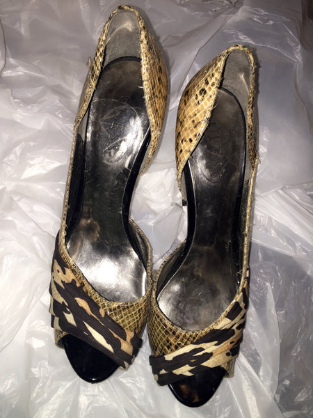 Guess Size 8.5 Mixed Animal Print Peep Toe Pump