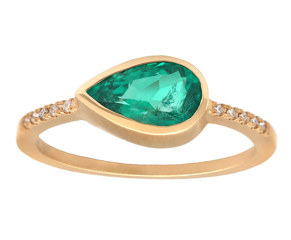 0.95ct Pear Emerald & Yellow Gold Pavé Diamond Ring