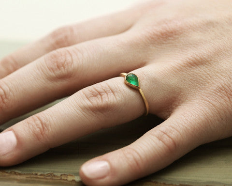 0.50ct Pear Colombian Emerald & Yellow Gold Bezel Ring