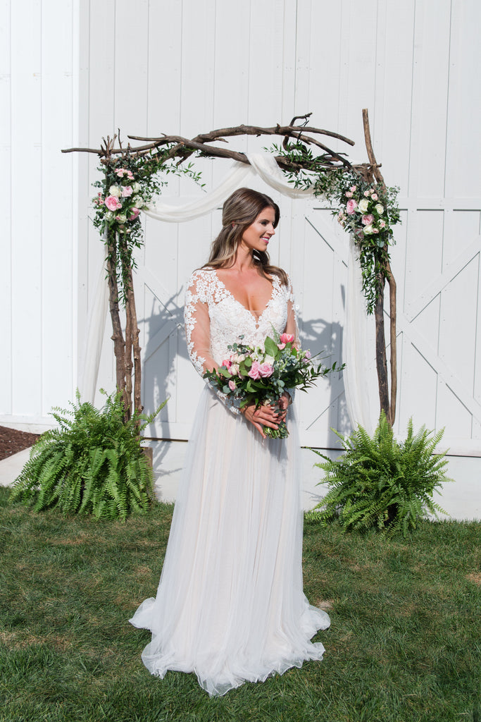 Romantic Soft Pink & Ivory Wedding Inspiration at Kylan Barn