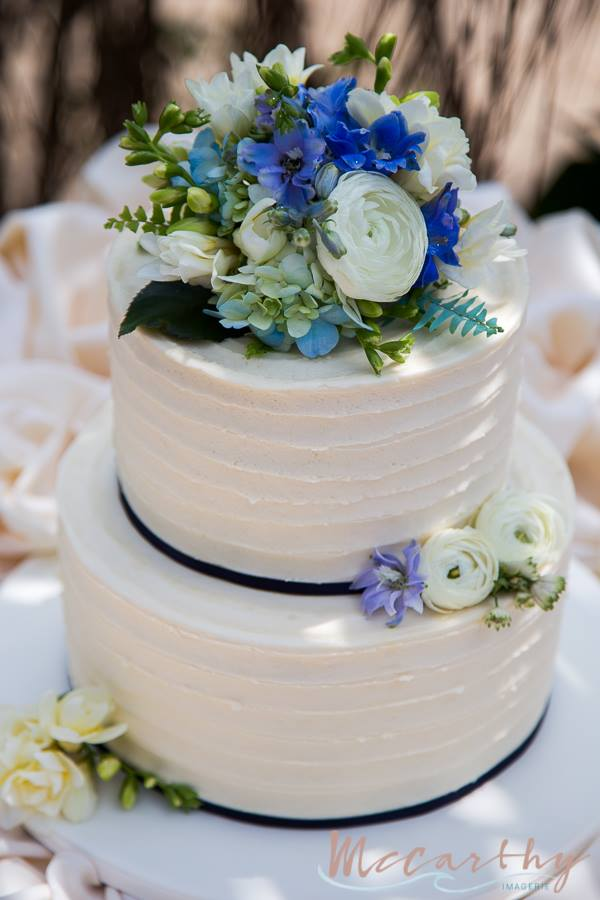 little miss lovely floral design // ivory and blue wedding flowers // ocean city maryland clarion // mccarthy imagerie // sugar rush by theresa