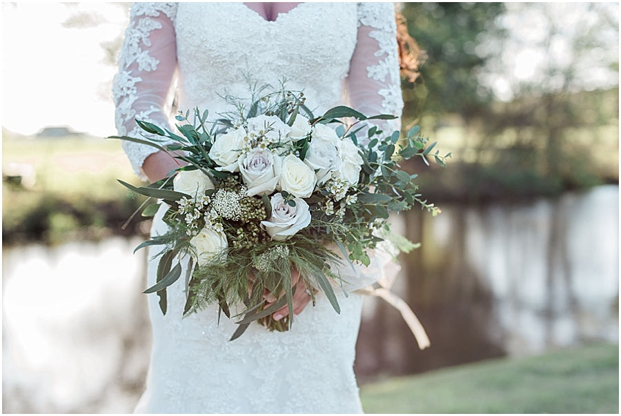 leah adkins photography // little miss lovely floral design // earl grey rose and ivory garden rose bouquet