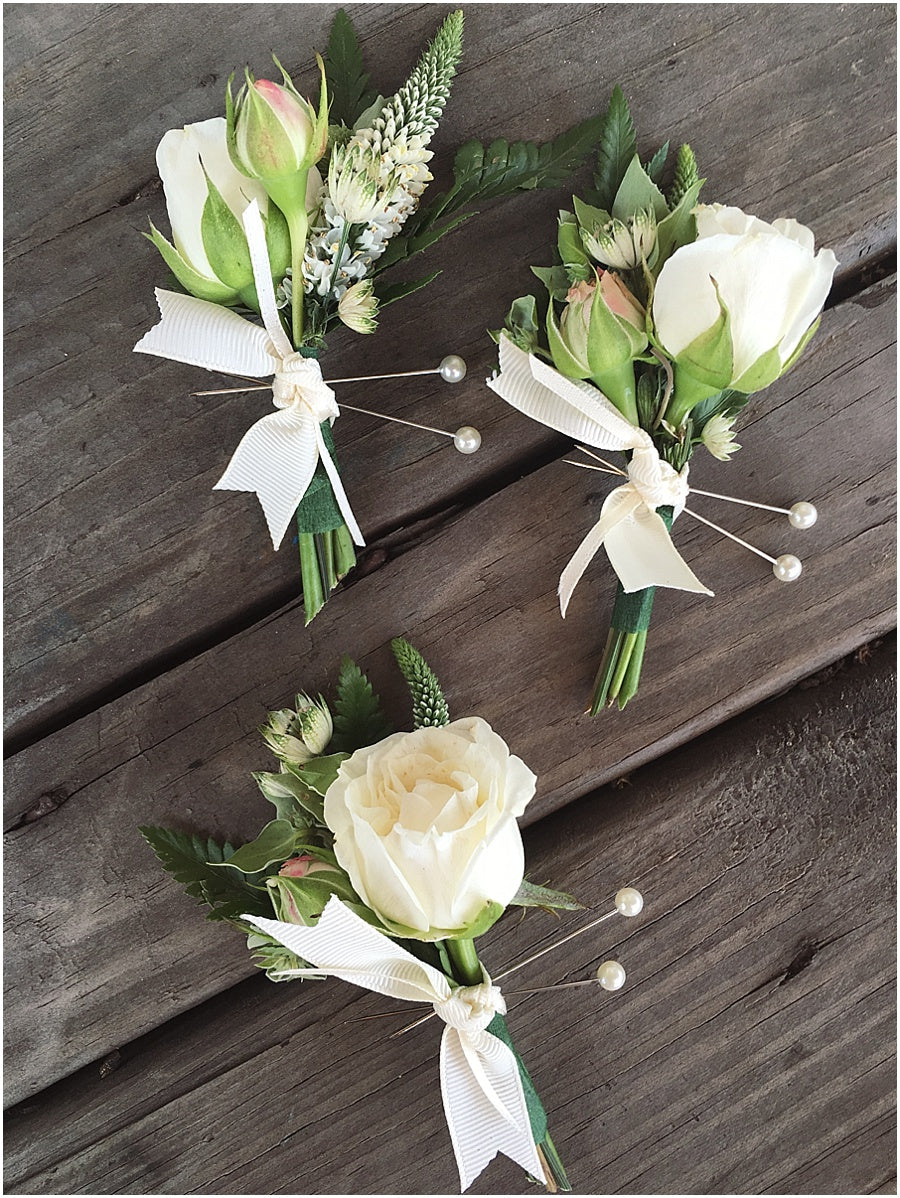 little miss lovely floral design // indian river life saving station wedding // boutonnieres