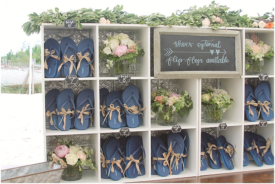 little miss lovely floral design // rehoboth beach de wedding // flip flop station for beach wedding