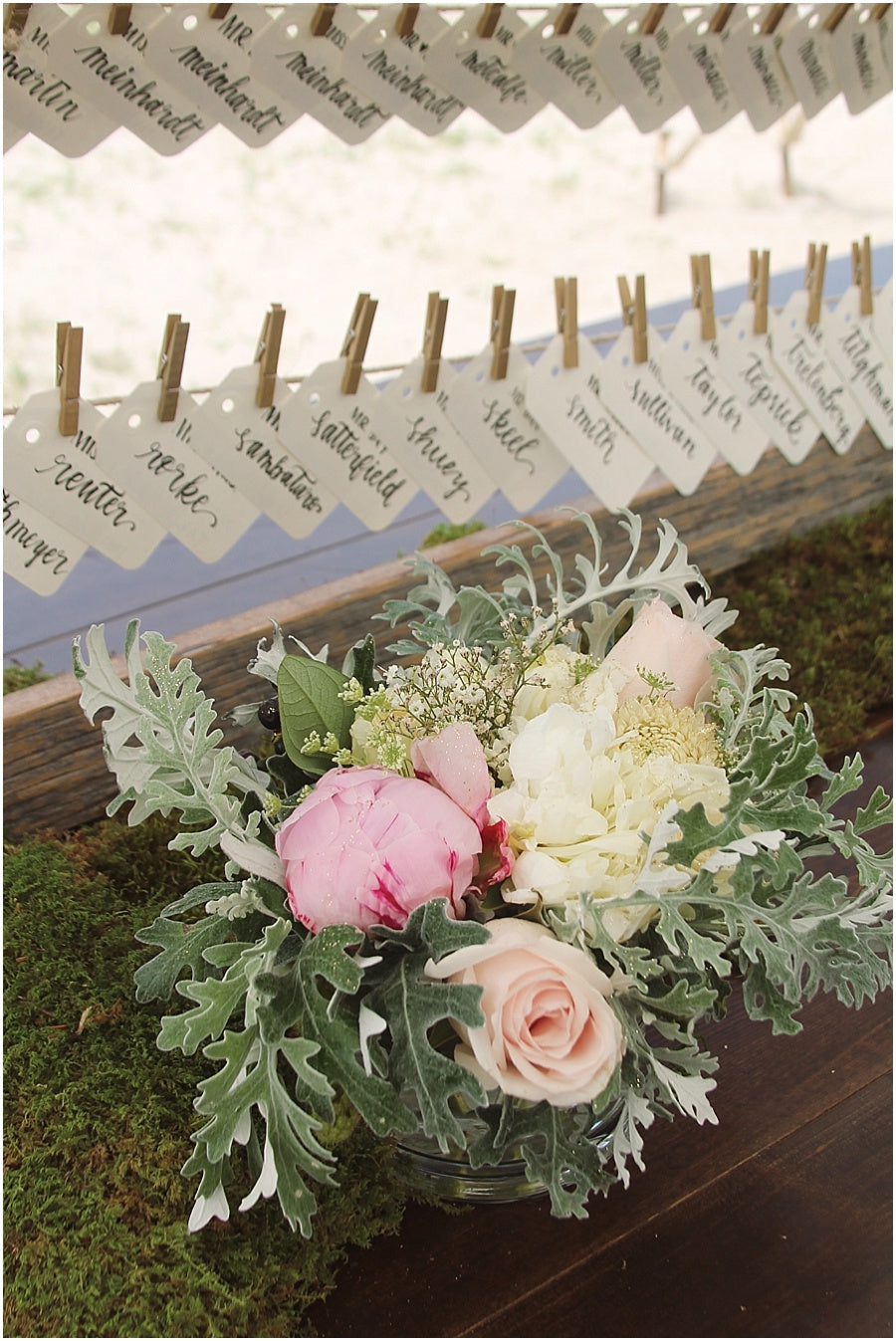 little miss lovely floral design // rehoboth beach de wedding // place card display