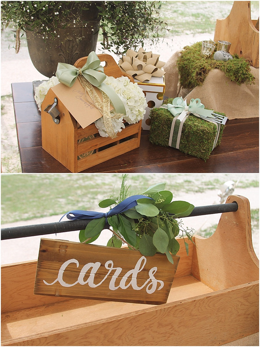 little miss lovely floral design // rehoboth beach de wedding // gift table display