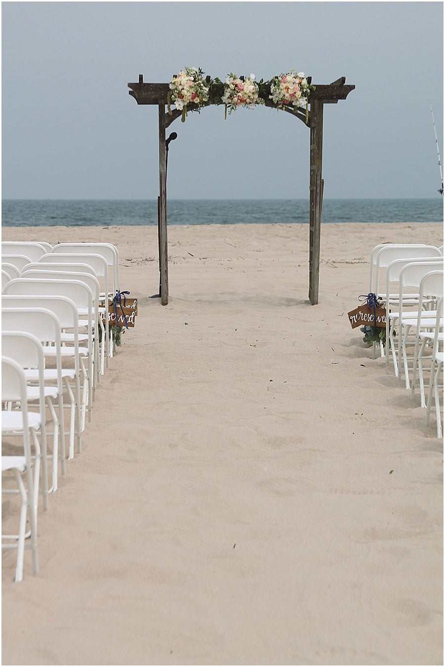 little miss lovely floral design // rehoboth beach de wedding // beach arbor florals