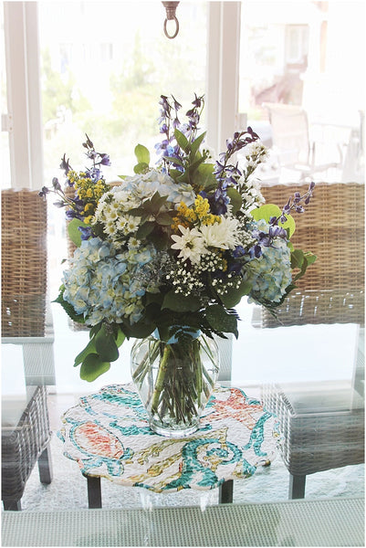 little miss lovely floral design // bethany beach pelicans pouch wedding // daisy and delphinium wedding