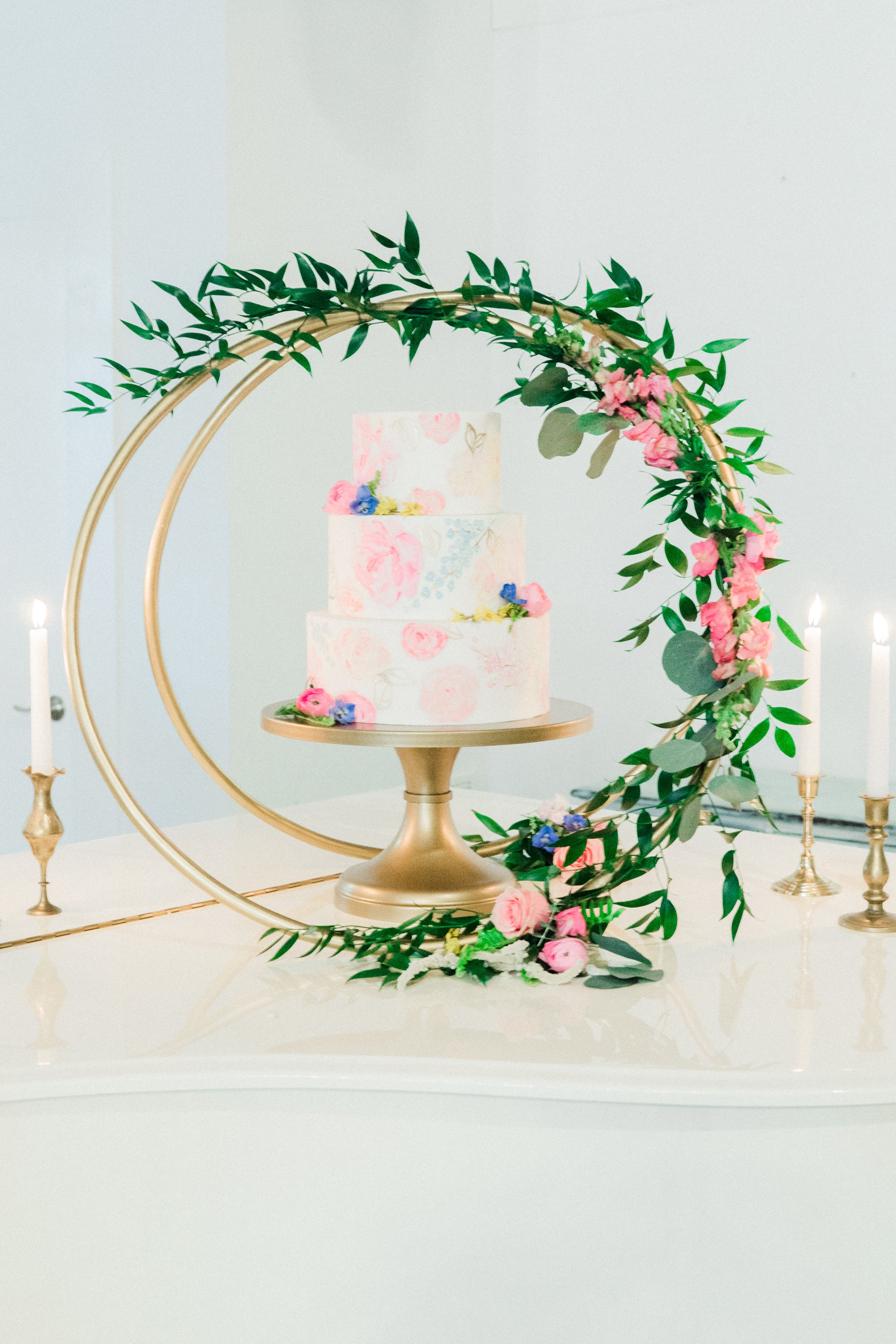 manda weaver photography // spring pink, navy, mustard wedding flowers by little miss lovely floral design // southern belle barn delmar de wedding // a sweet affair events
