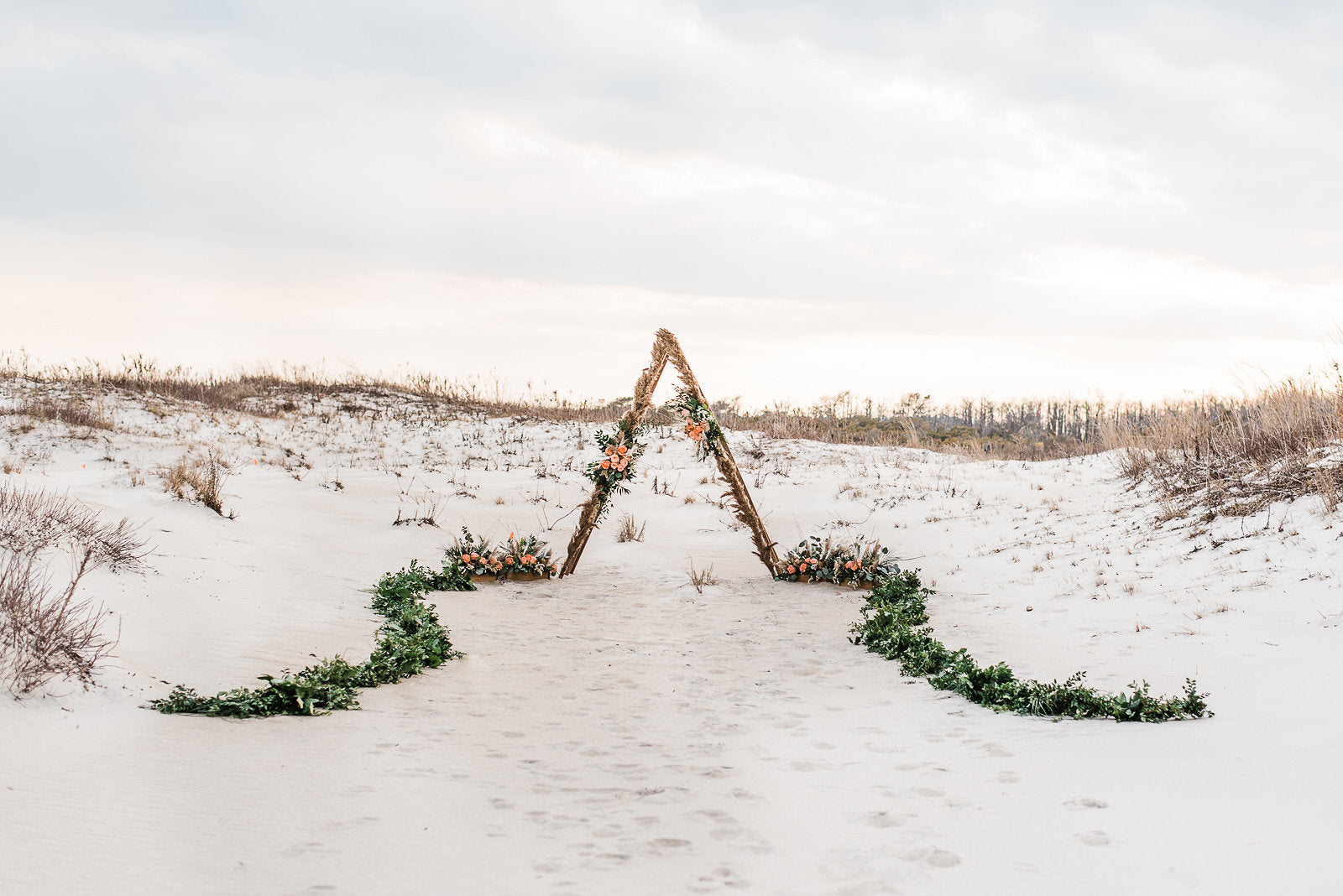 little miss lovely floral design // peach and lavender beach wedding flowers // megan harris photography // christine mcfarlane events // assateague island wedding
