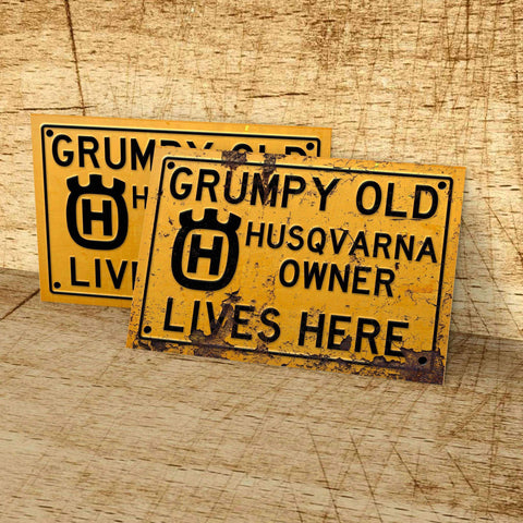 GRUMPY OLD HUSKY OWNER LIVES HERE SIGN