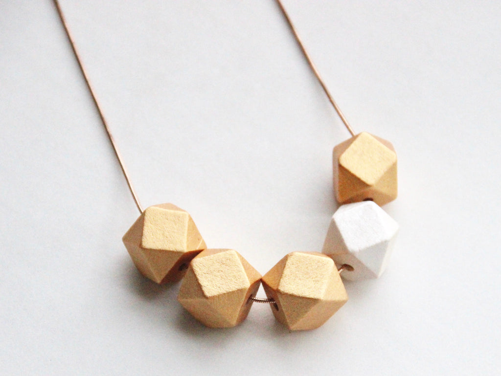 5 Curves & vertices Necklace - Golden Roses