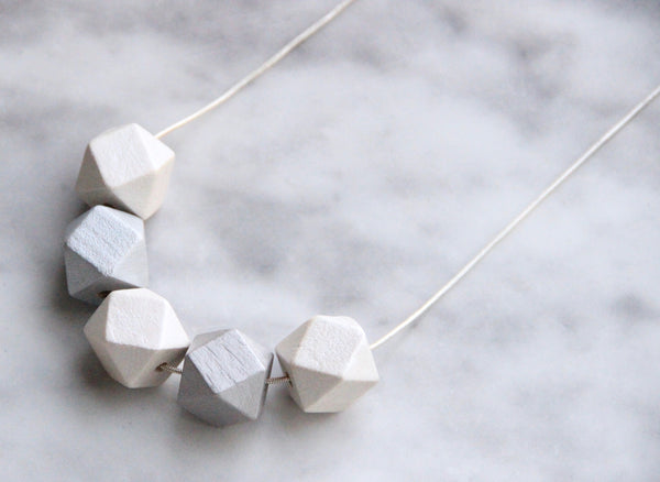 5 Curves & vertices Necklace - Moonlit Monochrome