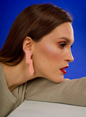 The Iconic Bend Earrings - Pink