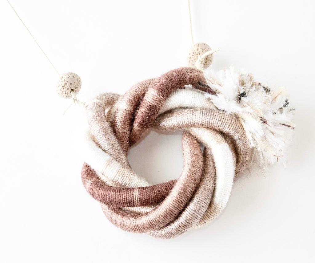 The Concentric Fringe necklace - Beige/Ivory