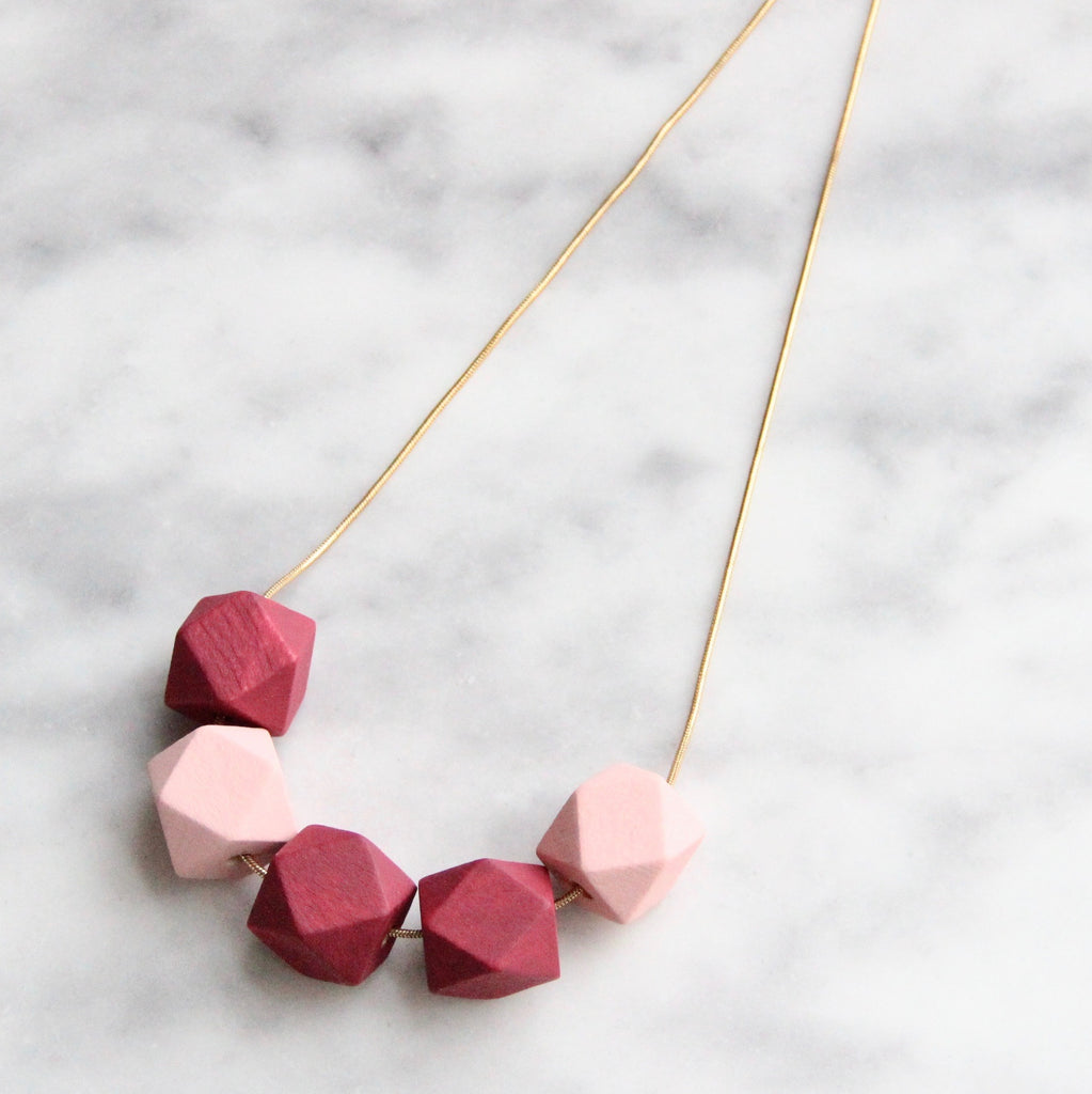 5 Curves & vertices Necklace - Rubies & Roses