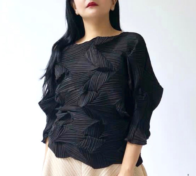3Dimensional Pleated Top Black