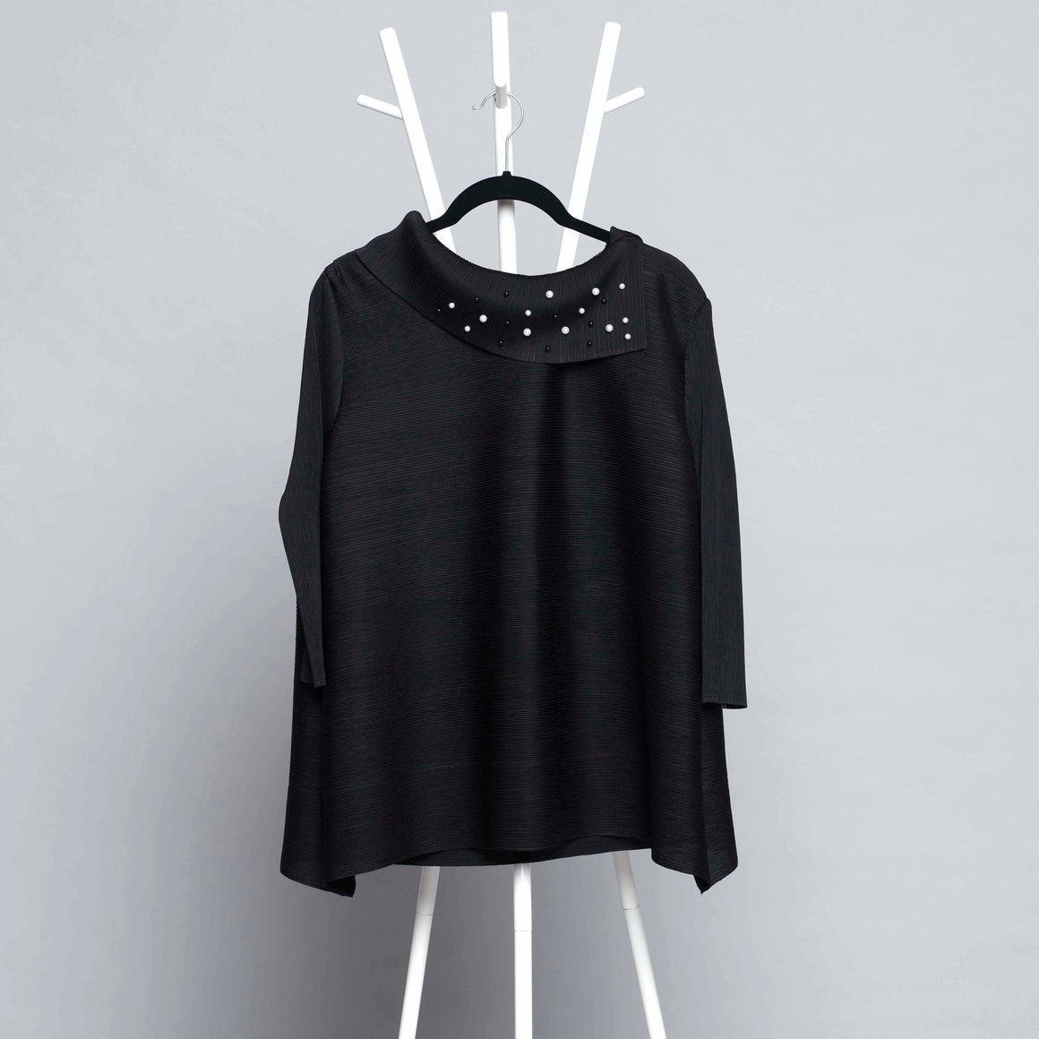 3/4th Sleeve Pearled Collar - Black