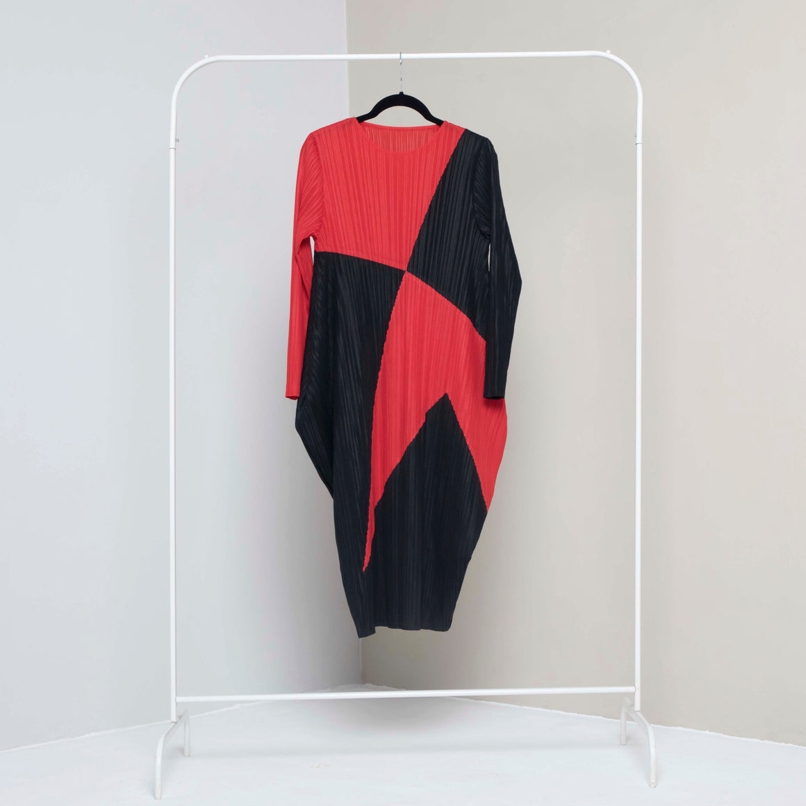 Absinthe Abstract Dress - Black & Red