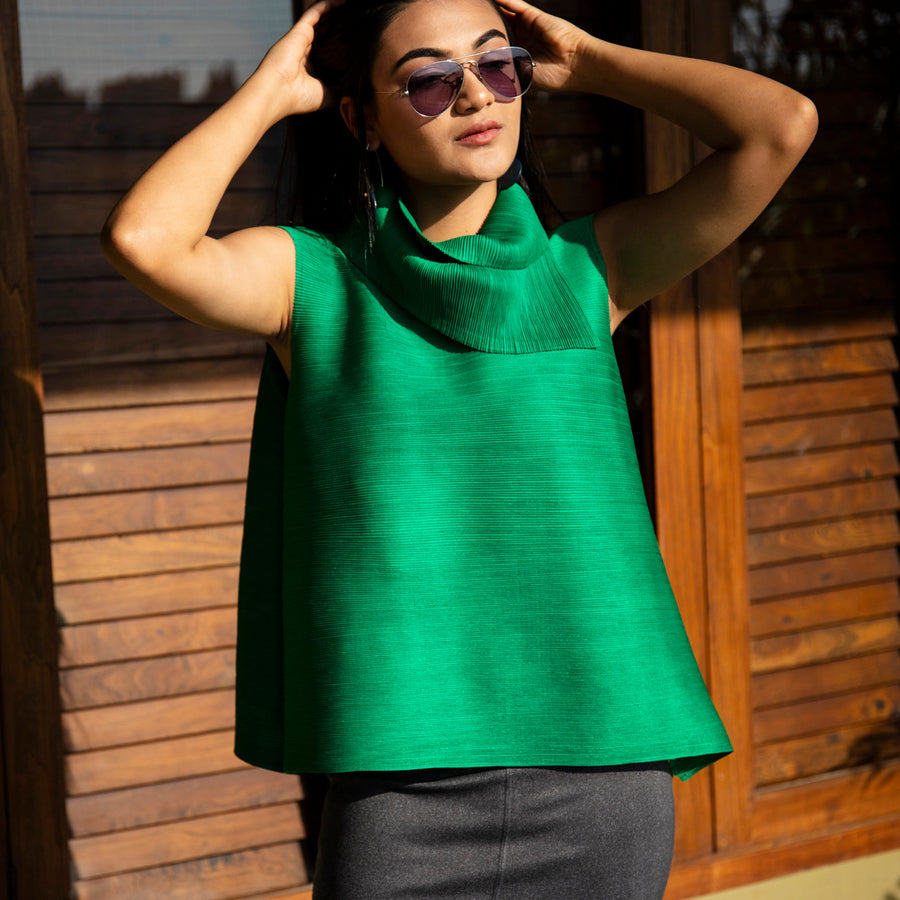 Pleated Sleeveless Turtlenecks - Green