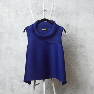 Pleated Sleeveless Turtlenecks - Royal Blue