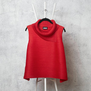 Pleated Sleeveless Turtlenecks - Red