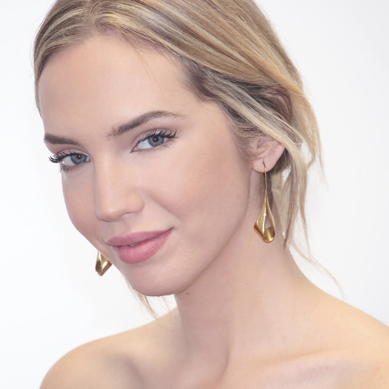 The Elegant fold Earrings - Gold