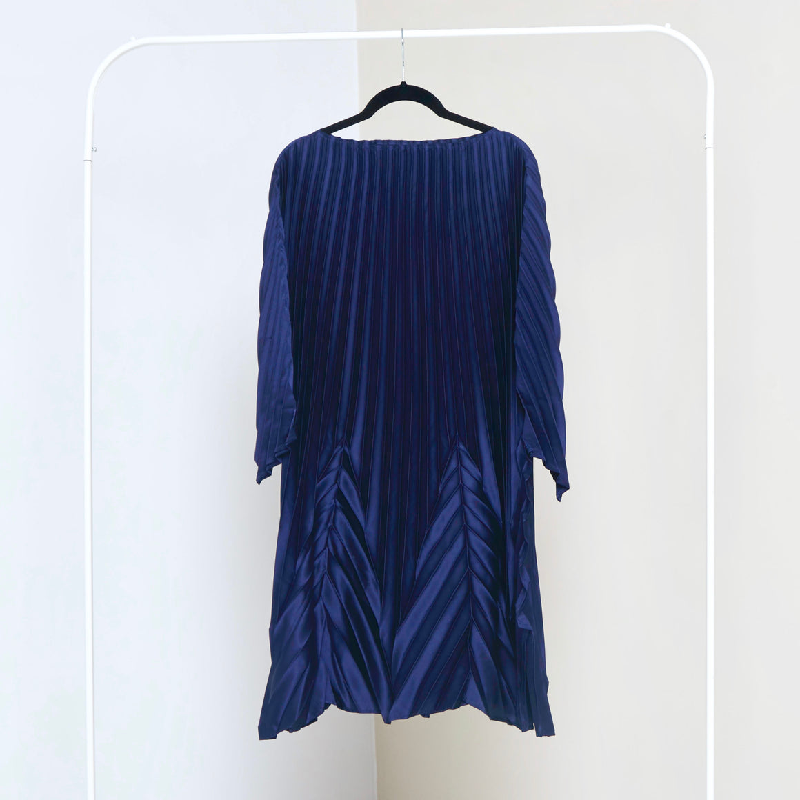 Chevron End Pleats Satin Dress - Midnight Blue